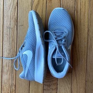 Womens 8.5 Nike shoes